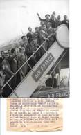 Football - Photo De 1959 - L'équipe De France Prenant L'avion Pour Sofia - Voir Colonna , Fontaine , Vincent , Piantoni - Zonder Classificatie