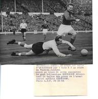 Football - Photo De 1959 - Gardien De But De L équipe D'Angleterre - HOPKINSON Et Simonsson De Léquipe De Suède - Zonder Classificatie