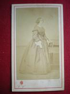 PHOTO CDV - Femme De La Bourgeoisie, Photo (19em) Victor Lusseme à Liège (Belgique). - Anonieme Personen