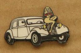 PINS CITROEN TRACTION BLANCHE AVEC PIN-UP (qualité Collector Limitée) - Citroën