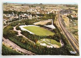 Carte Postale : 62 LENS : Le Stade, Timbre En 1965, Au Verso Signatures De Bordelais - Lens