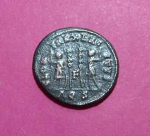 Unique Variety Letter F Between 2 Standards Constantius II, AE3, AQUILEA Secunda Mint, Italia - 7. Der Christlischen Kaiser (307 / 363)