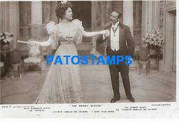 144869 ARTIST MISS ELIZABETH FIRTH & MR ROBERT EVETT ACTOR CINEMA MOVIE THE MERRY WIDOW POSTAL POSTCARD - Artiesten