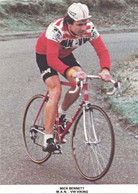 CARTE CYCLISME MICK BENNET TEAM VIKING 1980 ( DECOUPE FORMAT 10 X 14 DETERIOREE PARTIE ARRIERE, VOIR PHOTO ) - Radsport