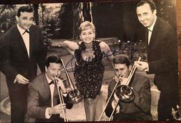 Annie Cordy -carte Photo Autographe - Dédicacée Annie Cordy Et Ses Musiciens, Publicité Pathé Marconi - Autografi