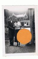 Photo ( +/- 6 X 9 Cm ) Couple Devant Une Villa - Peut-être Vers SPA - A SITUER  (B284) - Orte