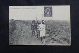 MADAGASCAR - Affranchissement Type Groupe De Tananarive Sur Carte Postale ( Bara En Route Dans L 'Orombe ) - L 72882 - Storia Postale
