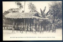 Cpa Océanie îles Salomon Mission Des Salomon Septentrionales -- Maison Commune Dans Un Village      SE20-23 - Solomon Islands