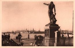 3440 Carte Postale TOULON  Statue Du Génie De La Navigation Sur Le Carré Du Port       83 Var - Toulon