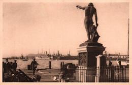 3434 Carte Postale TOULON  Statue Du Génie De La Navigation Sur Le Carré Du Port       83 Var - Toulon