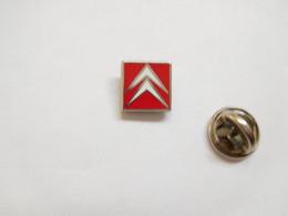Beau Pin's En Zamac , Logo Auto Citroën , Signé Decat - Citroën