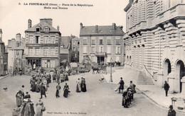 CPA  La Ferté-Macé, Place De La République, Halle Aux Grains, Joli Plan Très Animé - La Ferte Mace