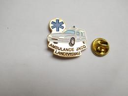 Superbe Pin's , Médical , Ambulance Jacq à Landivisiau , Auto Citroën XM - Citroën