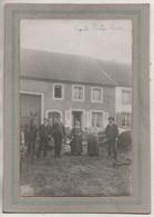 CPA - (67) LIXHEIM - Carte-Photo D'une Famille Paysanne Devant La Ferme Familiale En 1913 - Otros Municipios