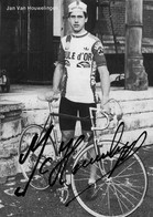CARTE CYCLISME JAN VAN HOUWELINGEN TEAM BOULE D'OR 1980 ( DECOUPE, FORMAT 10 X 14 VOIR PHOTO DEL ANNONCE ) - Radsport