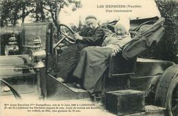 VENDEE  LES HERBIERS  Une Centenaire Au Volant Sa Fille ..... - Les Herbiers