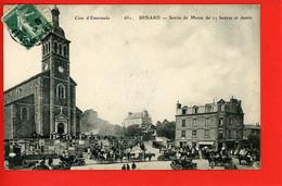 35 DINARD Eglise Sortie De Messe - Dinard