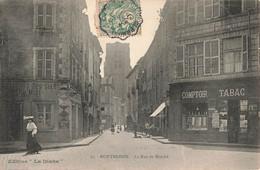 42 Montbrison La Rue Du Marché Cpa Carte Animée Boutique Commerce Comptoir Tabac - Montbrison
