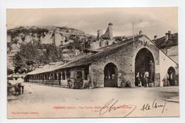 - CPA CRÉMIEU (38) - Les Vieilles Halles Et La Tour De L'Horloge 1905 - Edition Grivoz - - Crémieu