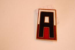 Insigne ,militaria , Etats Unis ,  Creste , U.S ARMY, 2 Scans,  Frais Fr 1.95 E - Badges & Ribbons