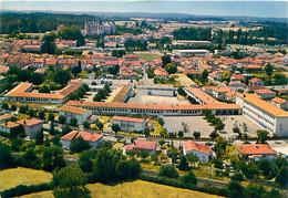 Cpm LA ROCHEFOUCAULD 16 Collège Enseignement Secondaire -  Vue Aérienne - Otros Municipios
