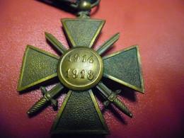 MEDAILLE WW1 CROIX DE GUERRE 1914 1918 Avec 3 étoiles Citations : 2 Bronze Une Argent - France