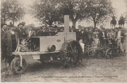 CPA   18  EXPOSITION AGRICOLE DE BOURGES  TRACTEUR  A ESSENCE - Bourges