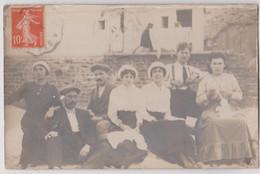 Carte Photo Saint Quay (22)   Groupe D'estivants On Brode On Discute ... - Non Classificati