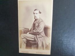 Belle Ancienne Cdv Vers 1880.portrait D Un Homme Distingué. THE LONDON S SCHOOL OF PHOTOGRAPHY. LONDRES - Alte (vor 1900)