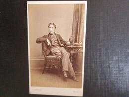 Belle Ancienne Cdv Vers 1880.portrait D Un Homme Distingué. Photographe H. LAMBERT.  BATH. ANGLETERRE - Oud (voor 1900)