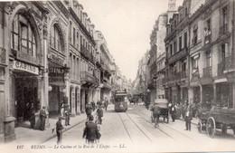 CPA Reims Le Casino Et La Rue De L'Etape, Très Animée, Trolley, Carrioles - Reims