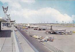 75. AEROPORT DE PARIS. ORLY. CPSM. RARETE. LA JETEE OUEST ET L'AIRE DE STATIONNEMENT - Aeronáutica - Aeropuerto