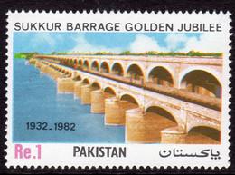 Pakistan 1982 50th Anniversary Of Sukkur Barrage, MNH, SG 584 (E) - Pakistan