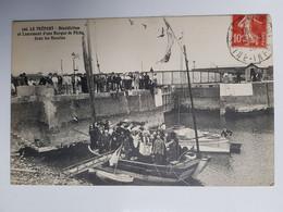 LE TRÉPORT - Bénédiction Et Lancement D'une Barque De Pêche Dans Les Bassins - Le Treport