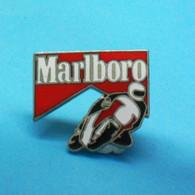 1 PIN'S //  ** CIRCUIT MOTO / MARLBORO ** - Motorfietsen