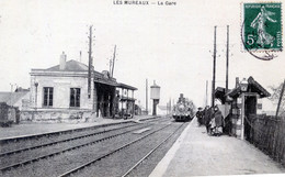78  LES MUREAUX ARRIVEE D'UN TRAIN EN GARE - Les Mureaux