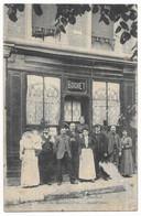 Creil Rare Personnels Devant L' Hotel Restaurant Bochet Place Du Marché, N°11 Creil - Creil