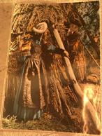 85  Pays Maraichin Jeunes Gens En Costume Coiffe Chapeau Blouse Colorée  Cabane De Roseau Patois - Altri Comuni