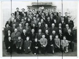 Photographie  Identifiée. Ouroux . Conscrits Devant La Salle Des Fêtes. Nos 20 Ans 1954 - Plaatsen