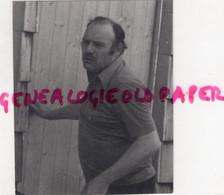 23- VASSIVIERE- MICHEL LAJOIX DIRIGE LE CENTRE CREUSOIS DE LA FOL A VAUVEIX - RARE PHOTO ORIGINALE TIRAGE ARGENTIQUE - Identified Persons