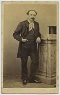 CDV. Homme Bourgeois. Chapeau Haute Forme. Photographe Artus à Genève. Suisse. - Ancianas (antes De 1900)