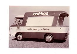 PHOTOGRAPHIE ORIGINALE N&B - TOUR DE FRANCE - VEHICULE PUBLICITAIRE -  PUB: PUBLICITÉ: PRIMIOR - NOTRE VIN QUOTID - 1960 - Automobile