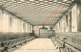 76.  YVETOT .  Intitution Ecclésiastique .  Salle D'études . - Yvetot