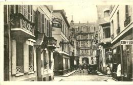 Trouville. La Rue Carnot Et Les Hotel Reynita Et Trianon. - Trouville