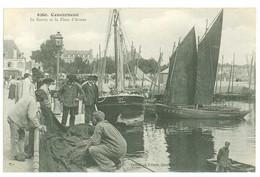 29 - CONCARNEAU - Le Bassin Et La Place D'Armes - Concarneau