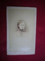 PHOTO CDV - Portrait De Femme,Ch Combert à Fécamp En 1876. - Personas Anónimos