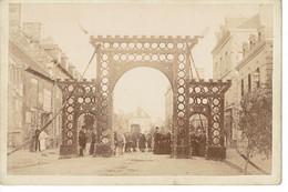 PHOTO 16,5X10,8CM FLERS ( A Confirmer?) , ORNE 29 AOUT 1886 , Photographie A. BONNESOEUR - Oud (voor 1900)