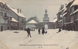 25 DOUBS Le Faubourg St Pierre De PONTARLIER Pendant La Neige - Pontarlier