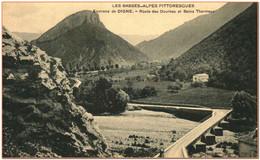 04  - Environs De DIGNE - Route Des Dourbes Et Bains Thermaux  ** RARE ** - Digne