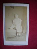 PHOTO CDV - Jeune Fille En 1862, Photo L.Delaporte, Paris. - Personnes Anonymes